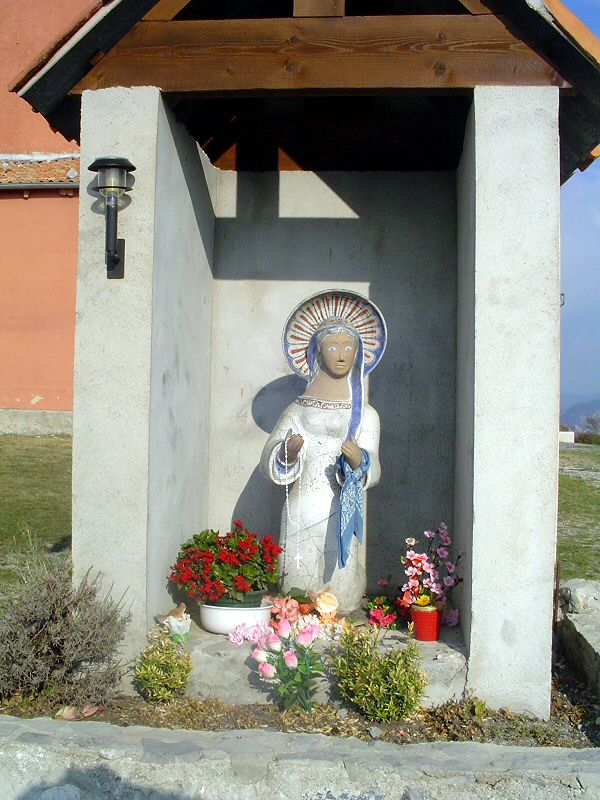 La Vierge toujours présente sur le lieu - The Virgin Mary always present on the place