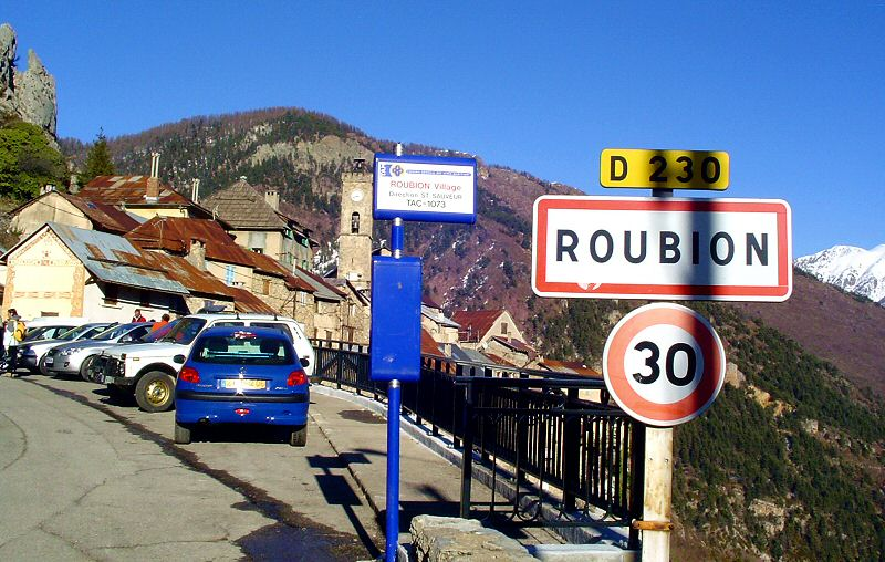 Entrée du village de Roubion - Entrance of Roubion village