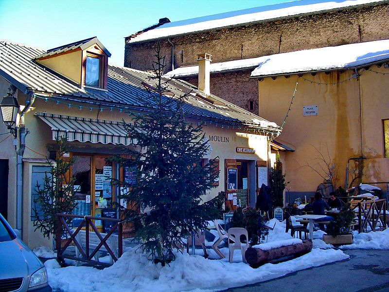 Pour un repas au coeur du village - For a meal in the heart of the village