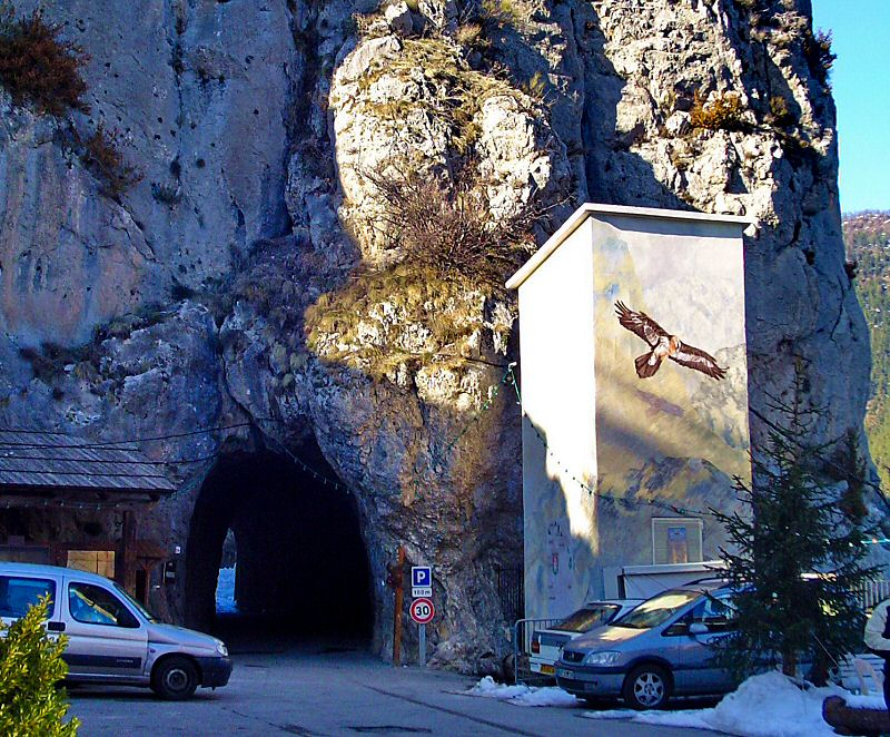 Passage sous la roche pour sortir vers el Nord - Path under the rock to go out to the North