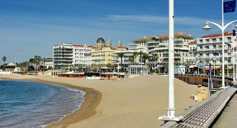 La promenade et ses trois hotels front de mer - The promenade and its three hotels beach front