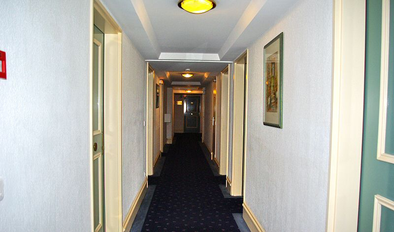 Couloir vers les chambres - Corridor to the rooms